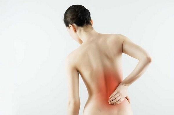 Часто остеохондроз развивается из-за сильной физической нагрузки на позвоночник