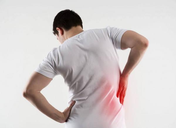 Основными симптомами остеохондроза являются тупые боли и сложности с движением