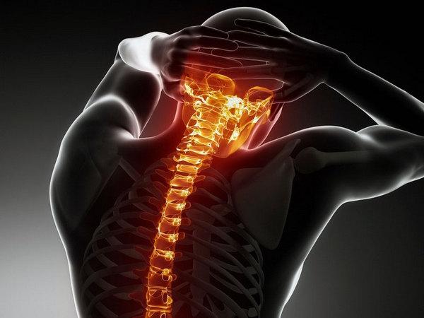 Не стоит игнорировать проявления остеохондроза: если патология начнет прогрессировать, можно столкнуться с более серьезными заболеваниями