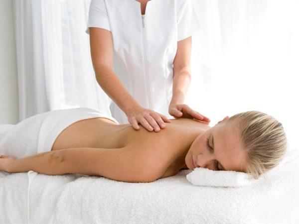 При искривлении второй степени и выше массаж должен проводить опытный специалист