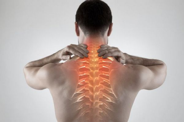 Хондроз редко проявляется яркими симптомами, однако его все же можно узнать по некоторым особенностям