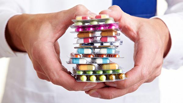 Для лечения остеохондроза принимают лекарства группы НПВП