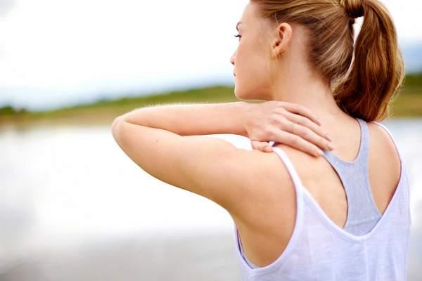Миозит, как правило, крайне сильно сковывает движения человека.