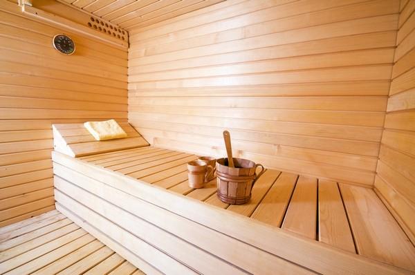 Баня полезна не для каждого, и в ослабленном организме перепад температур может стать толчком для развития осложнений заболеваний