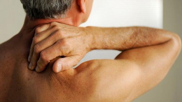 Спондилез чаще возникает у пожилых людей