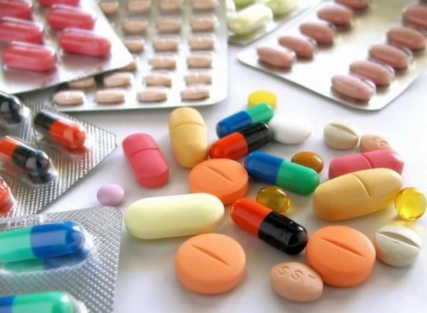 К терапии кисты позвоночника относят прием медикаментов, физиотерапию, лечебный массаж и ЛФКК терапии кисты позвоночника относят прием медикаментов, физиотерапию, лечебный массаж и ЛФК