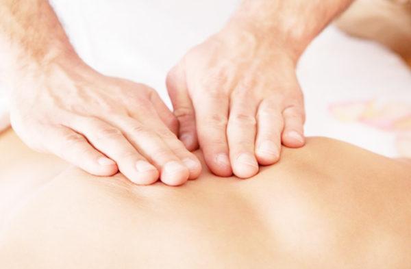 Классический массаж всегда начинают с поглаживающих движений