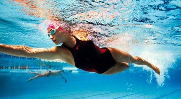 Плавание считается одним из самых эффективных методов лечения заболеваний позвоночника