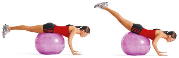 Во время выполнения упражнения спина и ноги должны оставаться прямыми