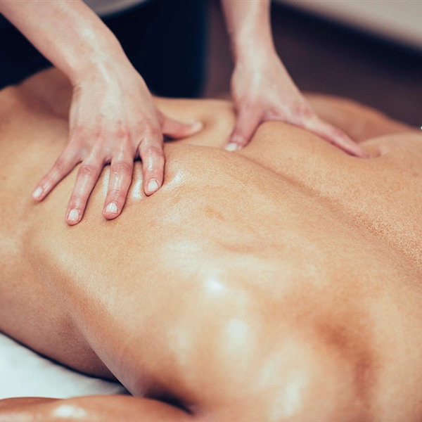 Различные виды массажа помогут избавиться и от симптомов, и от самого остеохондроза