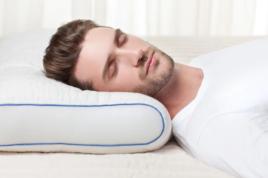 Выбрав хорошую подушку, вы будете меньше ворочаться, сон станет более спокойным и глубоким