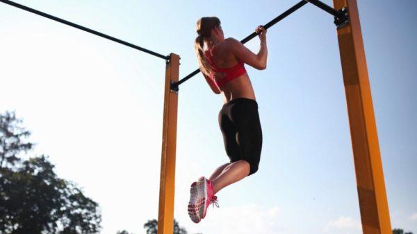 В процессе выполнения упражнений улучшается кровообращение