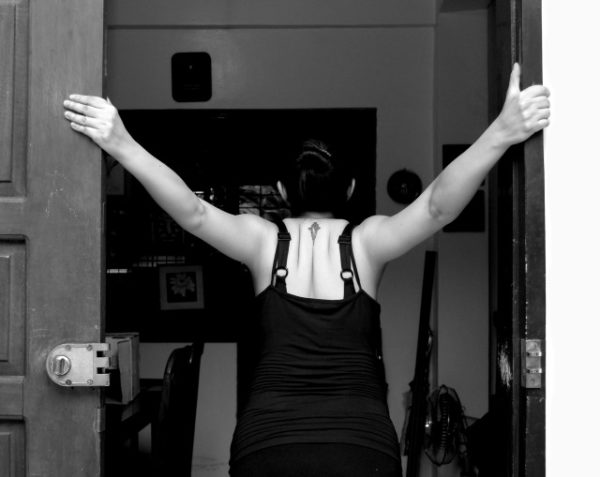Лучшее упражнение на растяжку грудных мышц