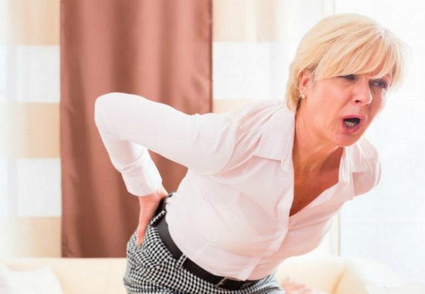 Острые боли в пояснице являются основным показанием для применения диклофенака