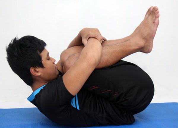 Покачивания на спине