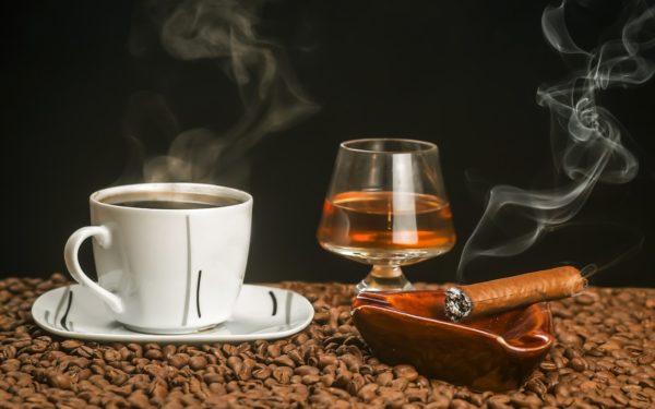 Пристрастие к алкоголю, кофе и курению приводит к остеопорозу