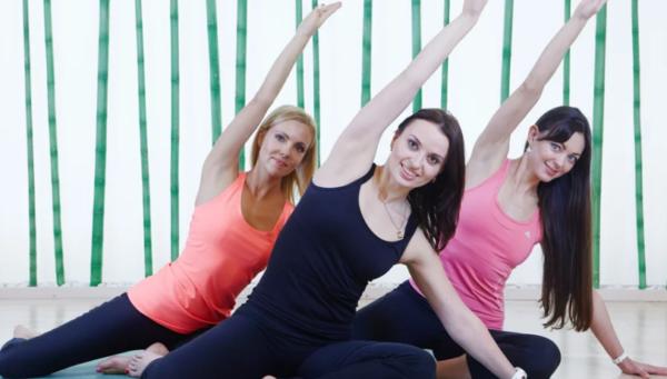 При имеющихся патологиях спины показано выполнение упражнений без нагрузки на позвоночник