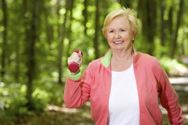 При остеопорозе важно вести здоровый и вмеру активный образ жизни