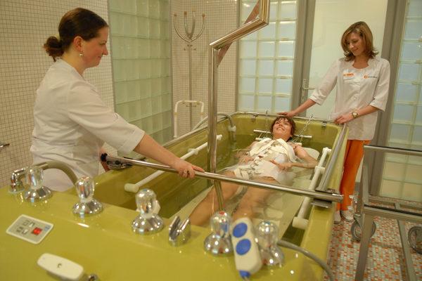 Процедура проводится только при условии наблюдения врача