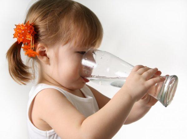 Ребенок должен много пить