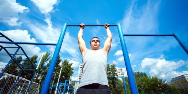 Упражнения на турнике должны подбираться с учетом физического состояния