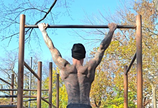 Упражнения позволяют улучшить подвижность позвоночника