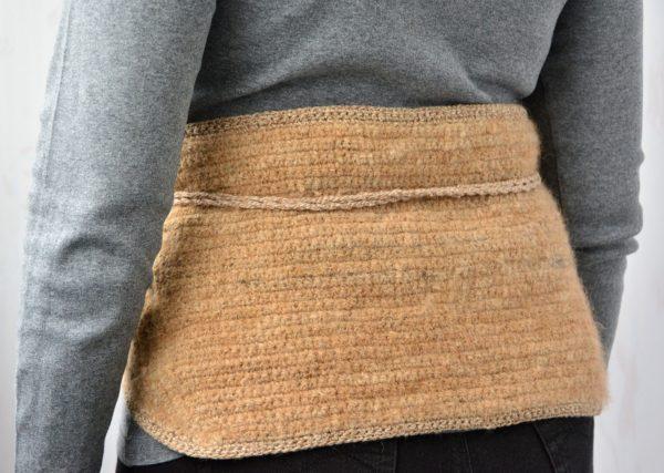 Чтобы избежать переохлаждения, стоит использовать шерстяные пояса для поясницы