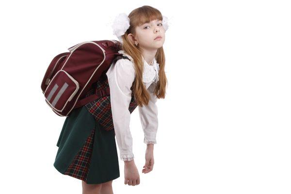 У детей школьного возраста спровоцировать развитие данной патологии может избыточная нагрузка на позвоночник от тяжелого рюкзака