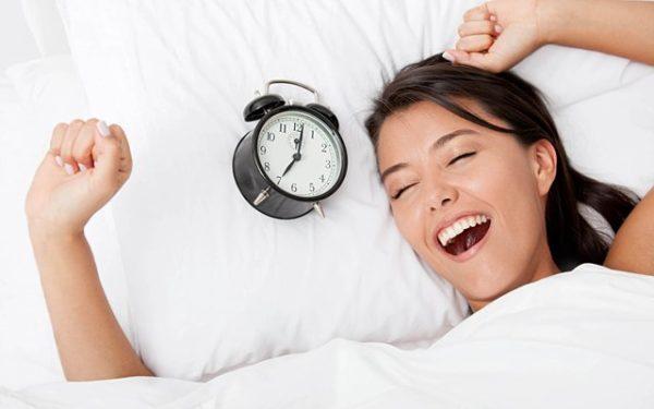 Лучше всего делать упражнения по утрам, сразу после сна, когда мышцы наиболее восприимчивы к нагрузкам