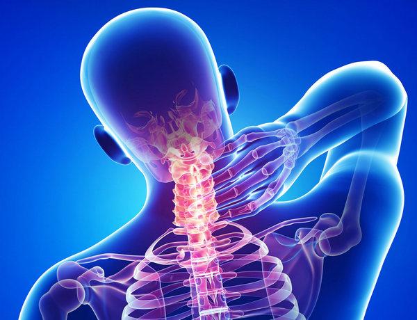 При развитии патологии в области шеи могут возникнуть осложнения