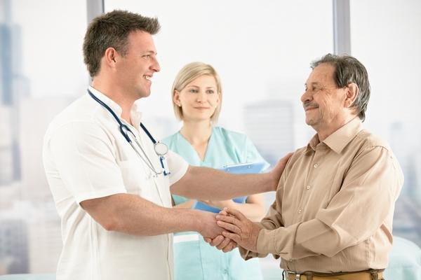 Перед введением анестезии пациент должен поставить в известность врача о перенесенных или имеющихся заболеваниях, приеме каких-либо препаратов, травмах и прочих особенностях