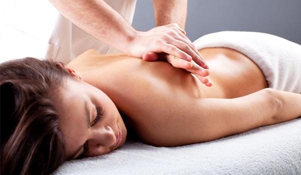 Чтобы улучшить свое состояние при остеохондрозе, важно также часто двигаться, проходить массажные процедуры