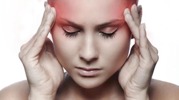 При поражении туберкулезом шейных позвонков человека часто мучают головные боли