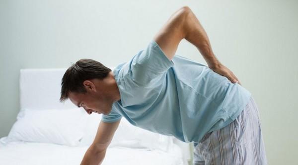 Остеохондроз в пояснице характеризуется болями в этой области, а также потерей чувствительности в ногах