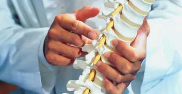 Спондилоартроз приводит к патологическим изменениям в строении позвоночного столба
