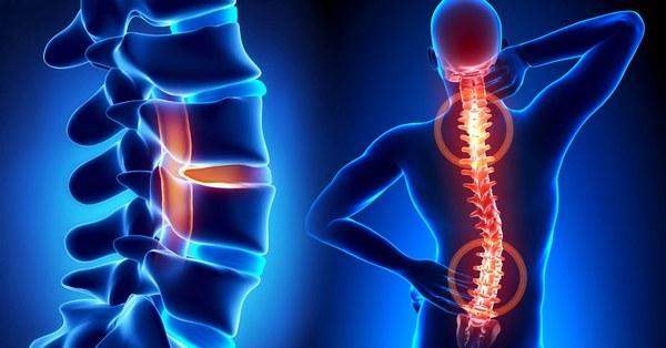 Симптомы отличаются в зависимости от того, в каком отделе возникла патология