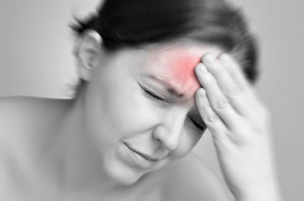 Постоянные головные боли могут появиться из-за неправильной осанки
