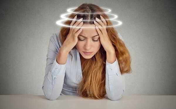 Тошноту провоцирует кислородное голодание головного мозга, и вызываемое им головокружение