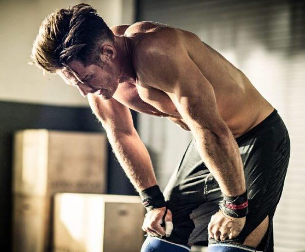 Если во время занятий возникают боли, следует уменьшить нагрузку или отказаться от сложных элементов тренировки