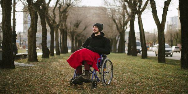 Спина бифида приводит к тяжелым последствиям, одним из которых является утрата способности ходить