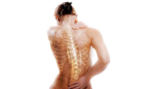 Боли в спине - частый признак остеопороза