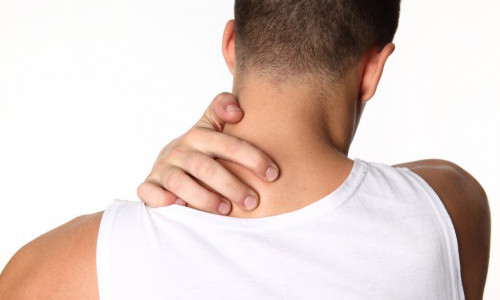 Боль в шее - первый симптом нарушения