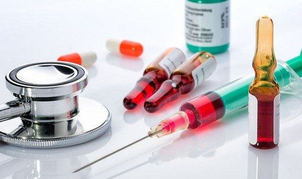 В комплекс лечения межреберной невралгии входят инъекции витаминов E, B1 и B12