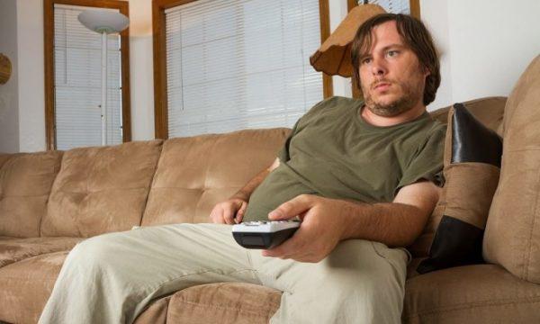 Гиподинамия приводит к набору лишнего веса и проблемам с позвоночником