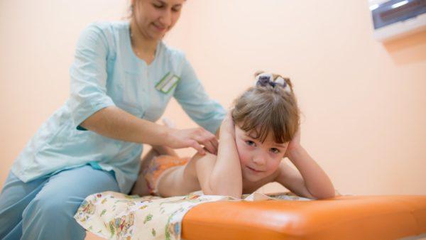 Детский невропатолог проведет ряд тестов для постановки точного диагноза