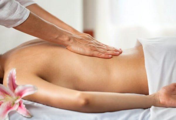 Массаж - обязательный метод лечения плоской спины
