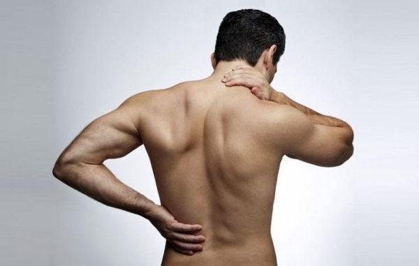 Остеохондроз часто формирует плоскую спину