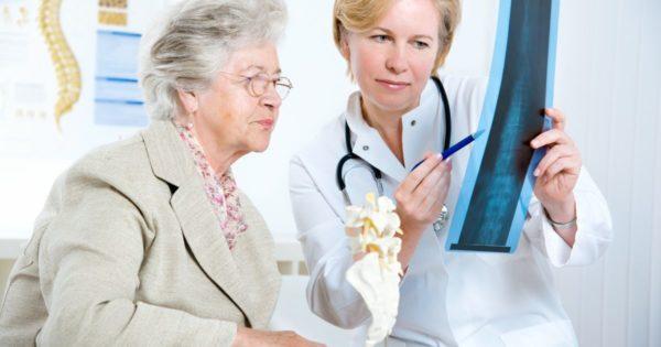 После 65 лет следует регулярно проводить профилактику остеопороза