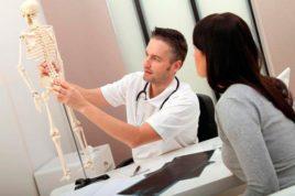 Специализация врача-ортопеда включает диагностику, лечение, профилактику заболеваний опорно-двигательного аппарата